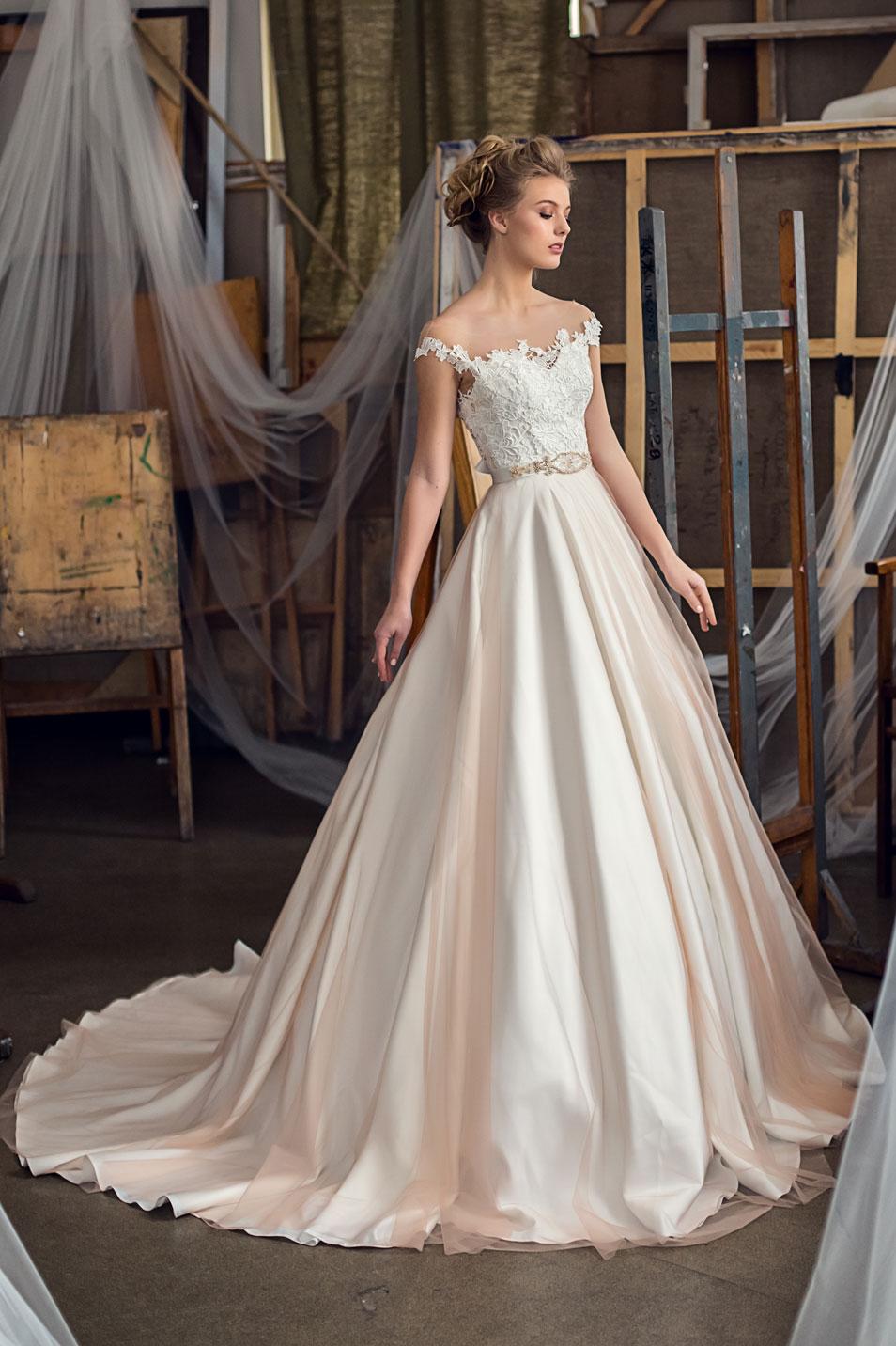 4d109ecbf12 Легкие свадебные платья А-силуэта со шлейфом Francoise