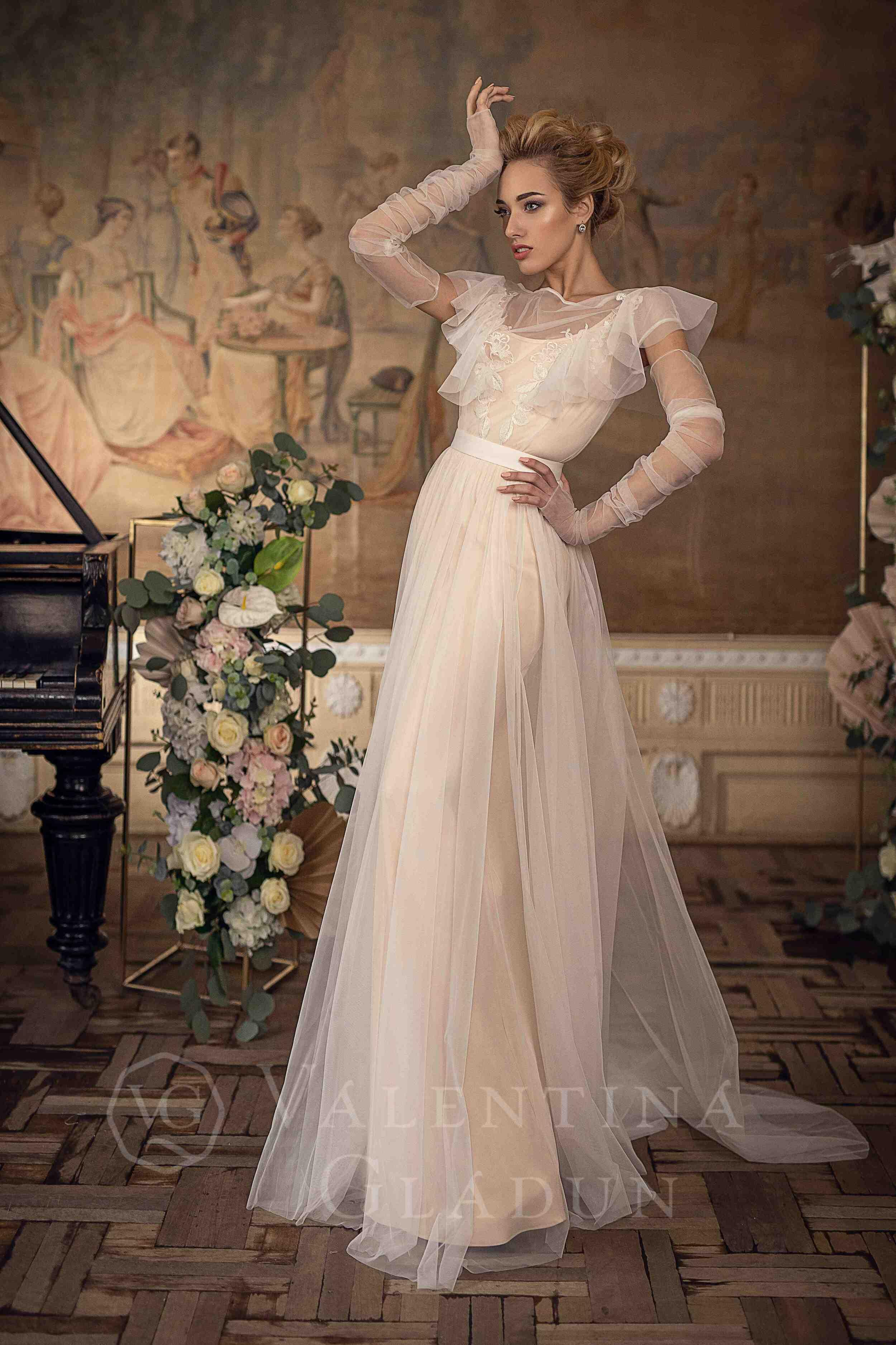 c32de3f0eb8 Лаконичное свадебное платье в стиле Бохо Leda