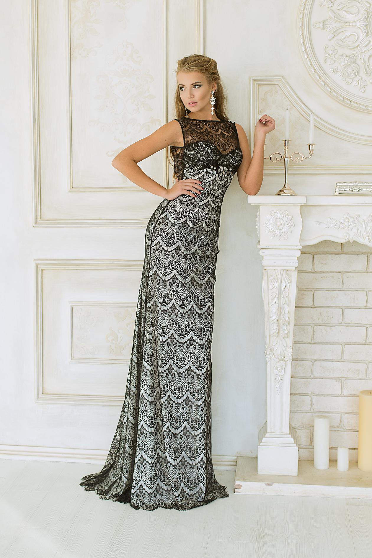 38d903a68bc Купить длинное вечернее платье из атласа и гипюра Chanel на ...