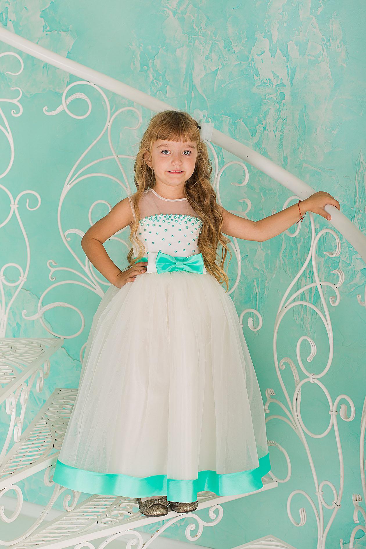 45997087e454668 Купить длинное белое платье для девочки с вышитыми бусинками и ...