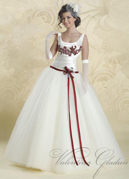 Свадебные платья с лентой